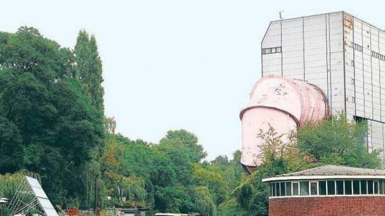 Umgeben von Hausbooten: die VWS in Tiergarten.