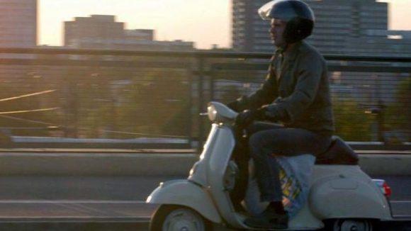 Für viele Hauptstädter sind Motorroller das ideale Gefährt. Vor allem die aus den Sechzigerjahren stammende Vespa hat zahlreiche Fans in der Stadt an der Spree.