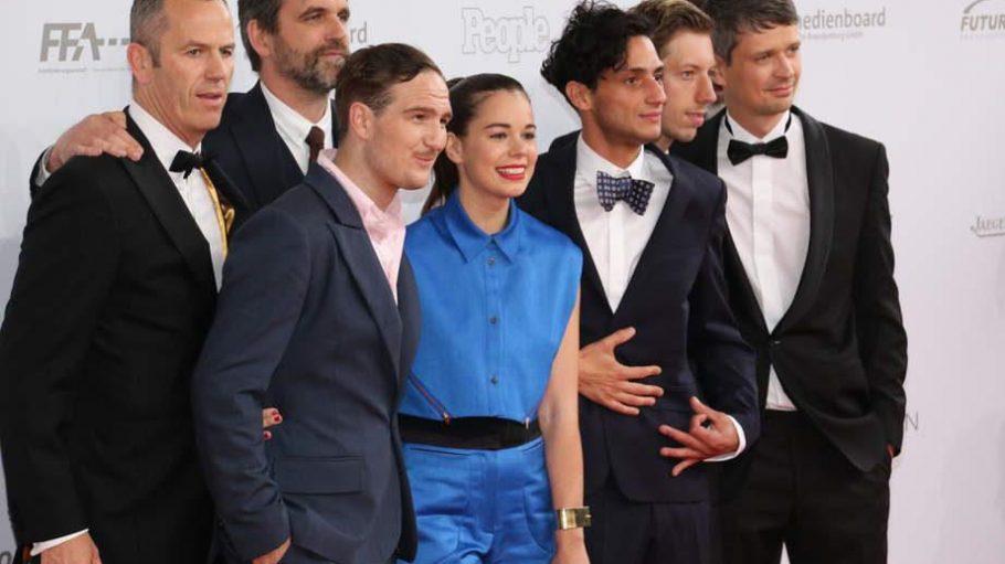 """Abräumer des Abends! Der Film """"Victoria"""" von Sebastian Schipper (2.v.l.) holte sechs Mal die Lola, u.a. als bester Film, beste Regie und Kamera."""