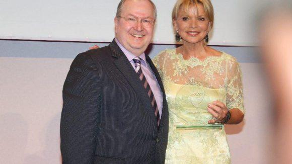 Uschi Glas wurde für ihr Engagement für sozial benachteiligte Kinder ausgezeichnet. Die Laudatio hielt Neuköllns Bürgermeister Heinz Buschkowsky.