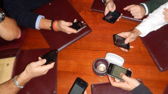 Auch wenn es am Tisch eher unhöflich ist: Diese drei Apps wirst du deinen Freunden zeigen wollen.