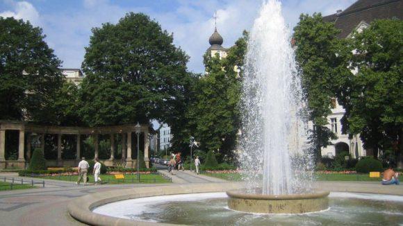 Noch sprudelt hier nichts: Der Springbrunnen am Viktoria-Luise-Platz.