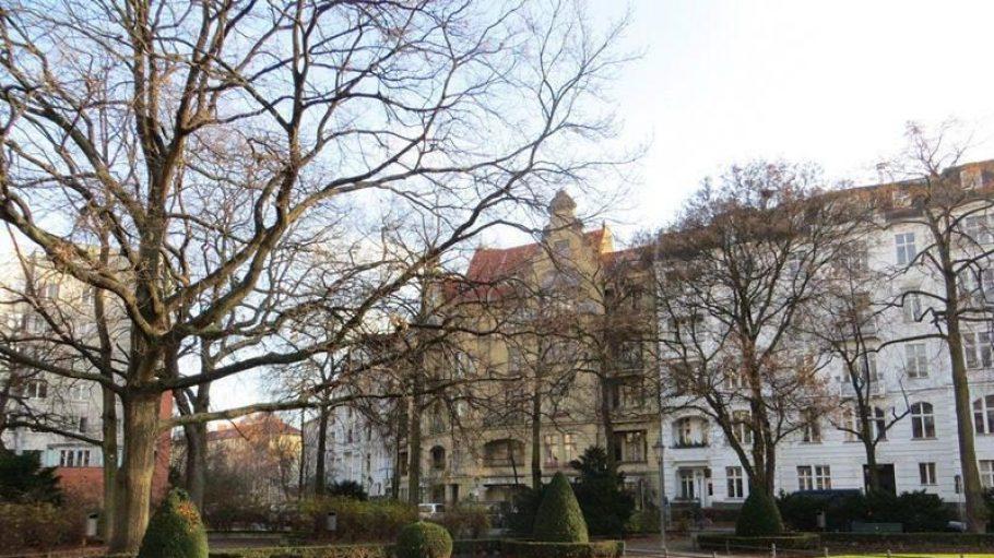 Winterliche Nachmittagsstimmung am Viktoria-Luise-Platz in Schöneberg.