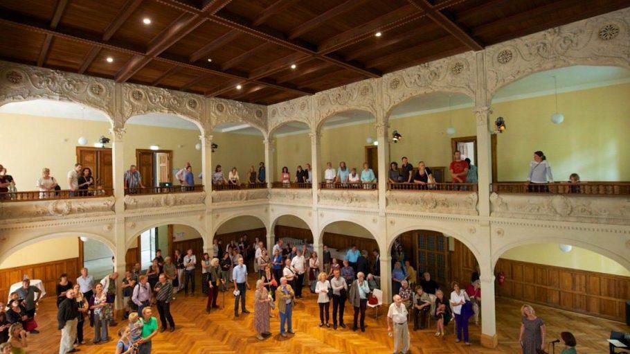 Der dritte Bauabschnitt an der Villa Elisabeth ist abgeschlossen. Nach achtmonatiger Restaurierungsphase präsentiert sich der Galeriesaal in neuem, altem Glanz.