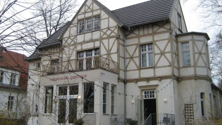 Das Gasthaus Majakowski mit seinem schönen Sommergarten war lange Jahre eine beliebte Adresse für Feinschmecker und Erholungssuchende in Berlin-Pankow. Nun ist Schluss.