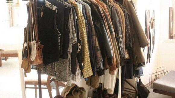 Auch Vintage-Second-Hand-Klamotten gehören zum Sortiment.