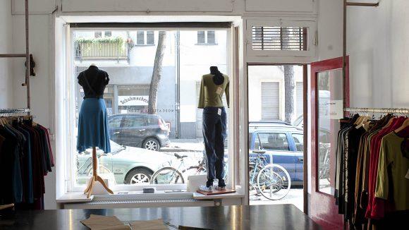 In einem Shop in Neukölln verkaufen zwei italienische Designerinnen urbane Mode mit südländischem Schick.