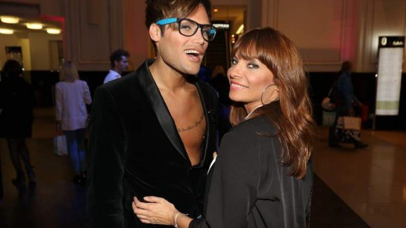 Designer Robin Rayanian und Moderatorin Jean Bork hatten beim Shoppingevent ihren Spaß.