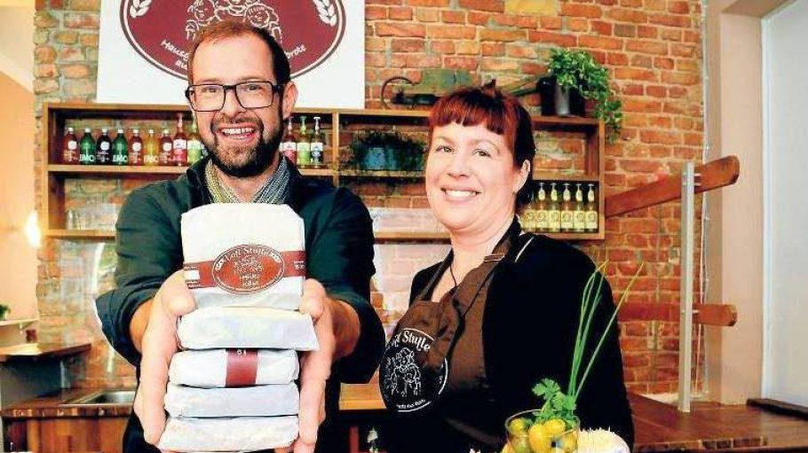 """Die schmieren Ihnen eine - Stulle: Wolfgang Huber und Anke Gerdes von """"Voll Stulle"""" beliefern Büros mit belegten Broten."""