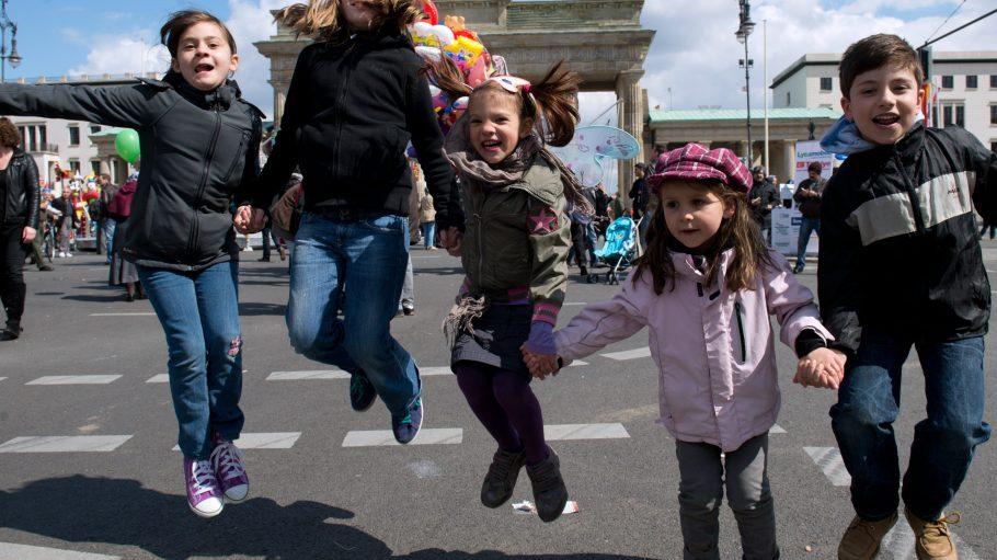 """Zuckerwatte, Karussells und Ballspiele zaubern den Kindern auf dem """"Nisam 23"""" seit Jahren ein Lächeln ins Gesicht. Auch in diesem Jahr?"""