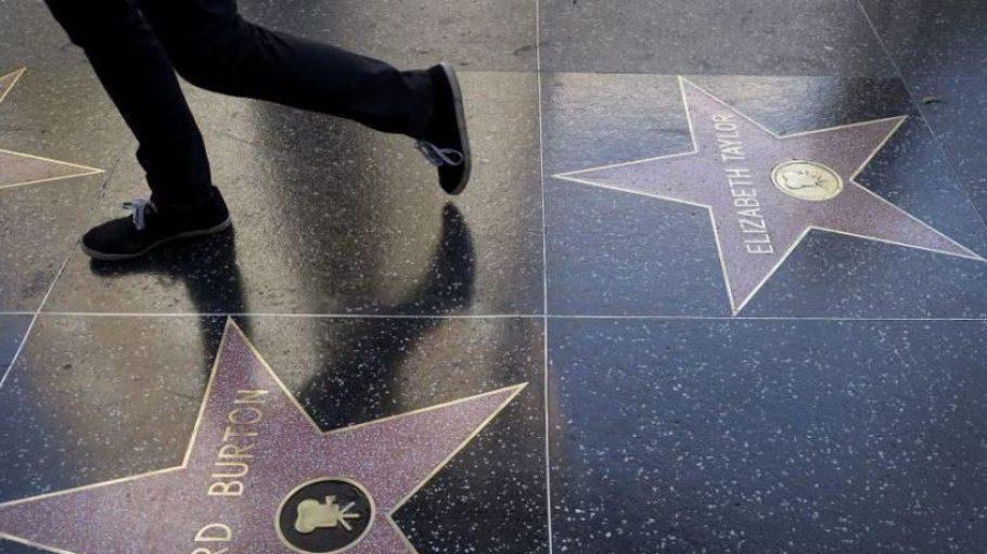 Auf dem Original-Walk of Fame in Los Angeles sind 2.492 Sterne eingelassen, die Prominente der Unterhaltungsindustrie ehren.