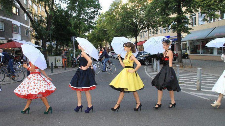 Beim Walk of Fashion sind die Models mitten auf Charlottenburger Straßen unterwegs.
