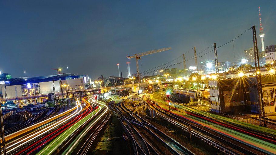 Die Bauarbeiten an der Warschauer Brücke verzögern sich.