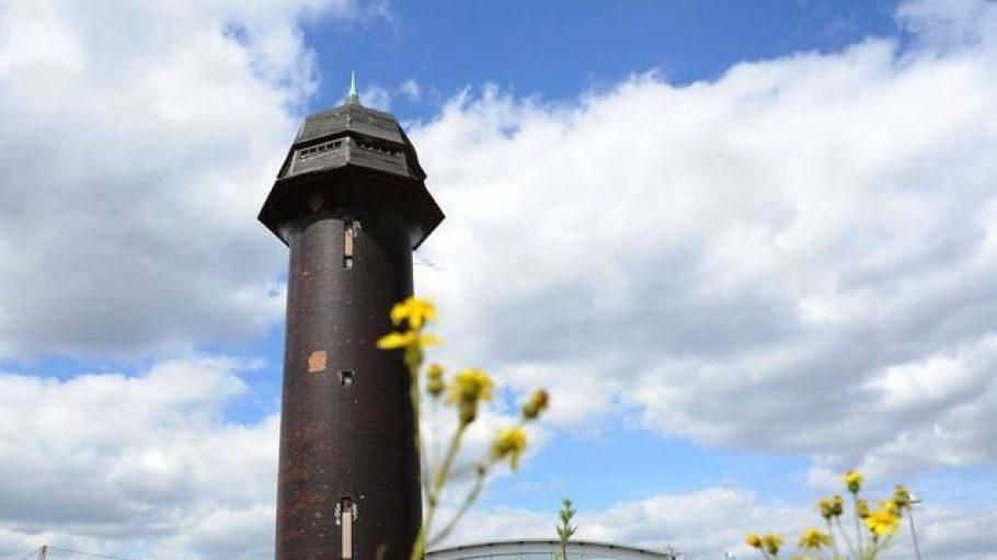 Der Wasserturm am Ostkreuz ist alte Eisenbahnherrlichkeit mit Fernwirkung - und ein Friedrichshainer Wahrzeichen. Jetzt soll er wieder genutzt werden.
