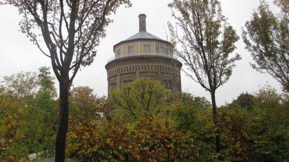 Blick auf den Wasserturm in Prenzlauer Berg. Hier kann man viel über die Berliner Wasserversorgung - und guten Wein lernen.