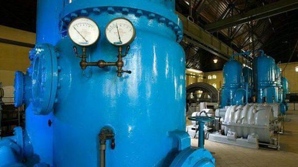Chance ergreifen: Zur Jubiläumsfeier kann das historische Wasserwerk ausnahmsweise auch von innen besichtigt werden.