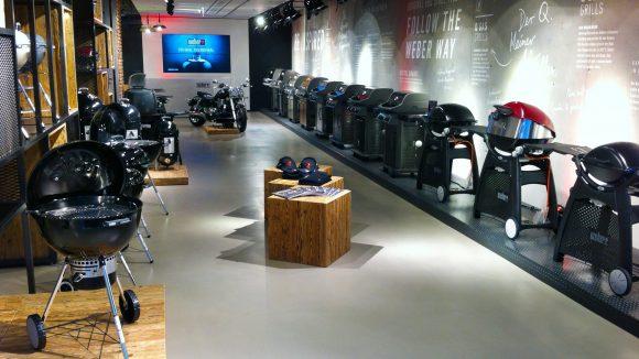 Grillfans kommen im Store von Weber-Grill auf ihre Kosten.