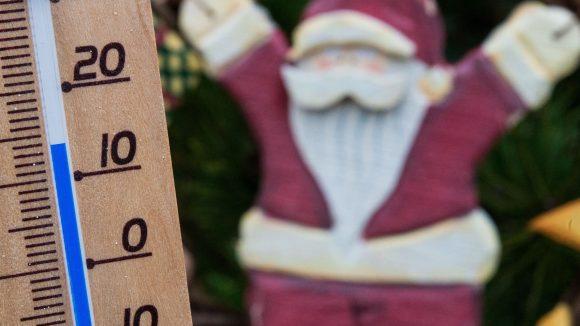 Bei 14 Grad plus jubelt der Weihnachtsmann.