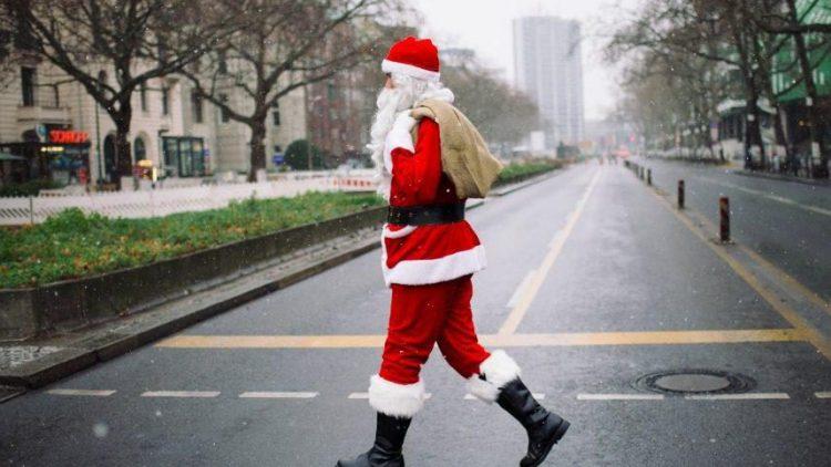 Rund um die Feiertage werden Berlins Straßen ruhiger. Wir verraten dir unter anderem, wo du trotzdem noch letzte Weihnachtsbesorgungen erledigen kannst.