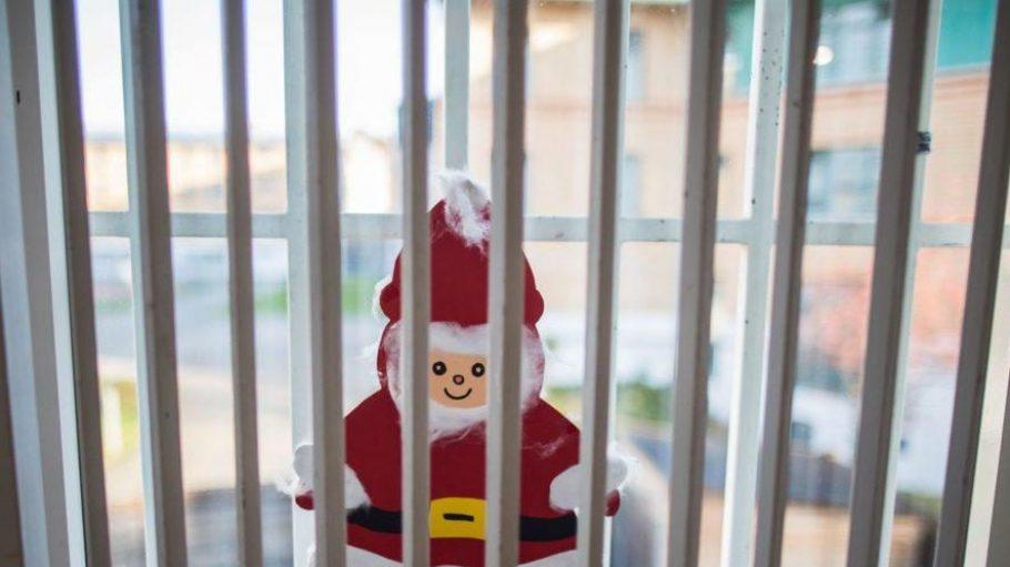 In Berlins Gefängnissen geht es an Heiligabend nur wenig besinnlich zu.