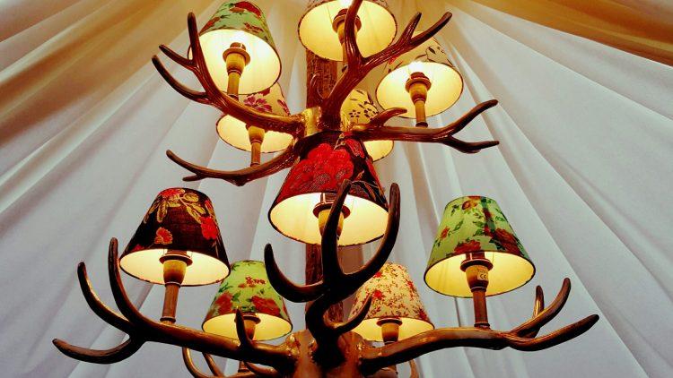 Nicht nur in der Hirschstube geht Besuchern des Weihnachtsmarkts an der Gedächtniskirche das Herz auf.