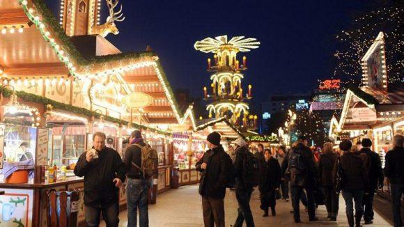 Nicht nur auf dem Breitscheidplatz weihnachtet es 2014 in Berlin-Charlottenburg sehr.