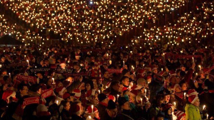 Das hat Tradition: das Weihnachtssingen einen Tag vor Heiligabend in der Alten Försterei.