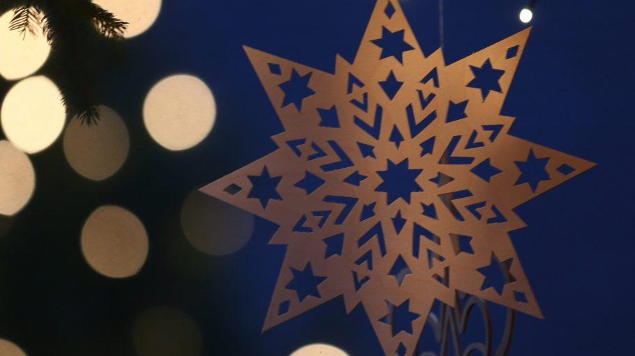 Auf den Weihnachtsmärkten in Köpenick und Treptow gibt es viel Kunst- und Naturhandwerk zu kaufen. Auf den Märkten geht es vor allem gemütlich zu.