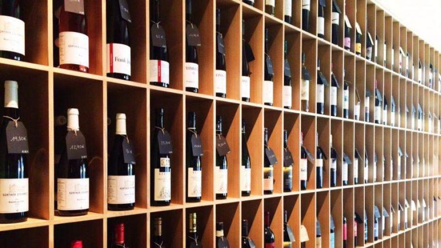 In der neuen Weinhandlung am Gendarmenmarkt hat der Gast bei über 300 (inter-)nationalen Weinen die Qual der Wahl.