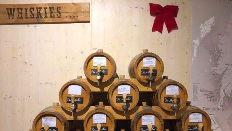 Bei den Abfüllern in Lichterfelde gibt es sogar Whisky zum Abfüllen aus Fässern.