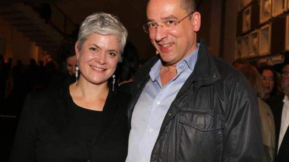 Friederike von Rauch, eine der ausgestellten Künstlerinnen, mit Fotograf Daniel Ginelli.