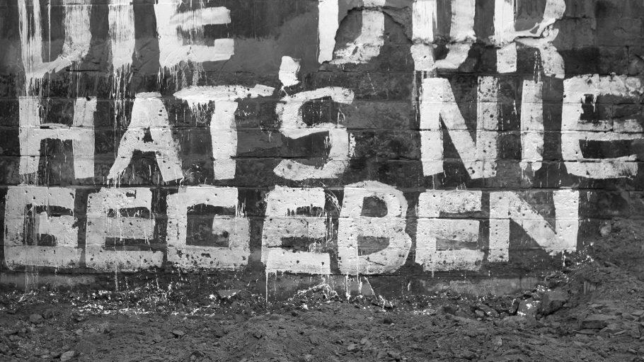 """Stimmt nicht ganz. Aber immerhin ist die """"Deutsche Demokratische Republik"""" seit 25 Jahren Geschichte."""