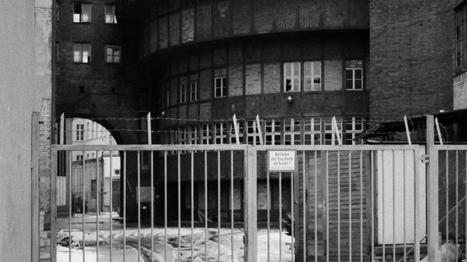 Wilhelmstraße in Mitte, 1991. Umspannwerk, späteres E-Werk, erbaut in den 1920er Jahren von Hans Heinrich Müller.