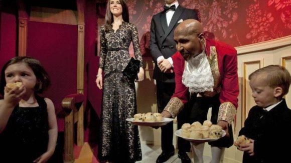 Tea Time bei den Royals! Allerdings sind Catherine und William hier nicht in England, sondern in Amsterdam. Und sie sind aus Wachs.