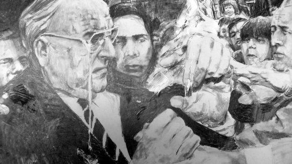 """Die Bleistiftzeichnung """"Kohl mit Ei"""" (2014) erinnert an den Zwischenfall in Halle 1991. Der Vize-Chef der Jungsozialisten hatte den Kanzler mit einem Ei beworfen - und der duckte sich nicht etwa, sondern schlug wütend zurück."""