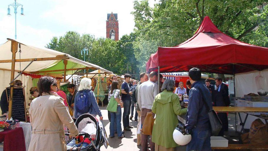 Lauter schöne Kieze: Nicht nur rund um den Winterfeldtplatz - und seinen samstäglichen Markt - zeigt sich Schöneberg von einer bunten Seite.