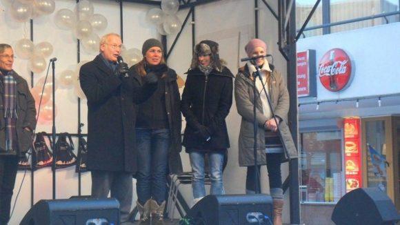 In Anwesenheit von Bezirksbürgermeister Franz Schulz (Die Grünen) wurde am 7. Dezember das Winterfest auf dem Mehringplatz eröffnet.