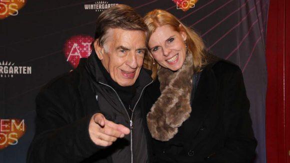 Ebenfalls vergnügt wirkten Jazz-Musiker Rolf Kühn und Frau Melanie.