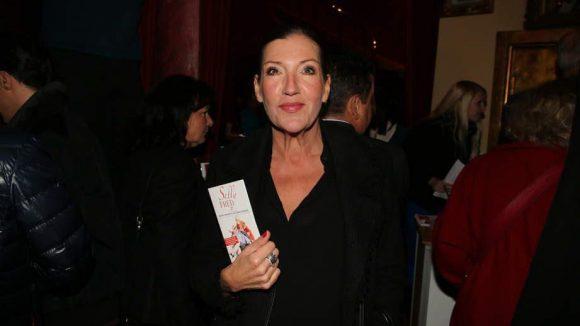 Als Musical-Fan bekannt ist Schauspielerin Katy Karrenbauer.