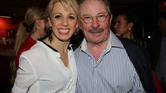 Die beiden Hauptdarsteller der neuen Wintergarten-Show, die am 30. März Premiere feierte: Sarah Bowden spielt die junge aufstrebende Künstlerin Sally, Helmut Baumann den alternden Showstar Fred.