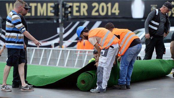 Hier wird der Nationalmannschaft gerade der grüne Teppich ausgerollt.