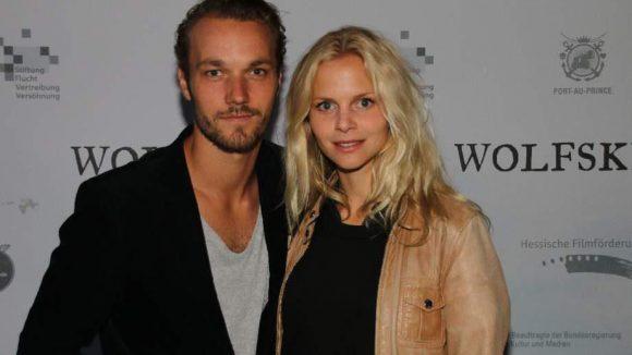 ... die Schauspieler Max Woelky und Sinja Dieks ...