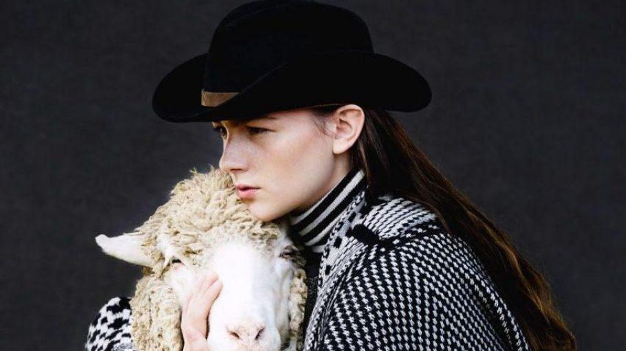 So schön kuschelig - Wolle von Merinoschafen. Eine ganze Herde wird zu Beginn der Wool Week 2014 das Bikini Berlin erobern.