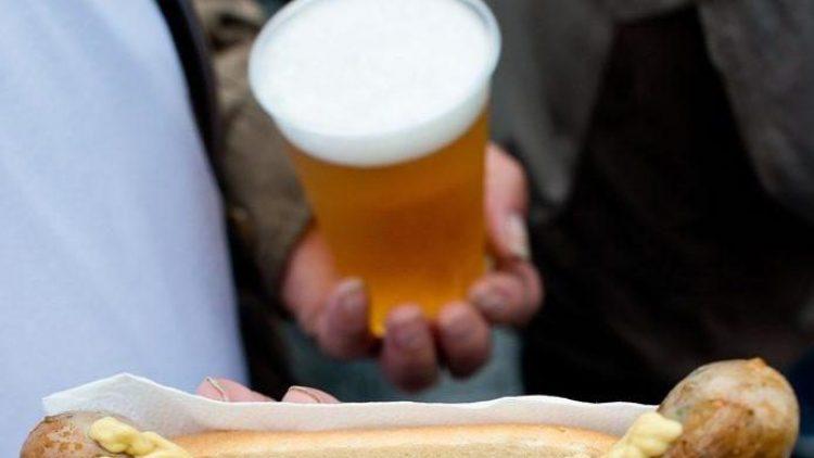 Lecker Wurst und ein kühles Bier - was will man(n) mehr?