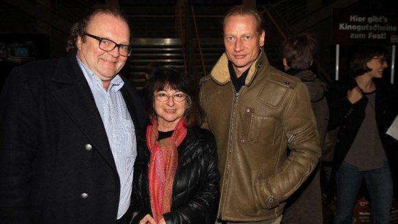 X-Filme-Chef Stefan Arndt (l.) mit Gastronomin Gerti Hofmann (Restaurant Florian) und Schauspieler Victor Schefé.