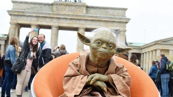 Für einen Ausflug ins pulsierende Berlin kehrt auch Jedi-Ritter Yoda noch mal zurück.