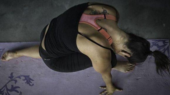 Yoga kann man überall praktizieren, auch in einem Raveclub.