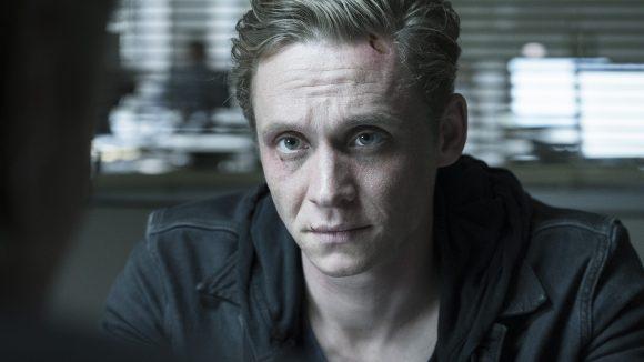 Der Hotelmanager Lukas wird von einem Hacker bedroht. Letztlich gerät er dadurch auf die Verdächtigenliste der Polizei.