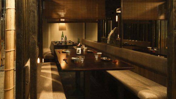 Statt einem großen Raum mit vielen Tischen gibt es im Zenkichi 35 Kabinen, die Platz für zwei, vier, sechs oder mehr Gäste bieten.