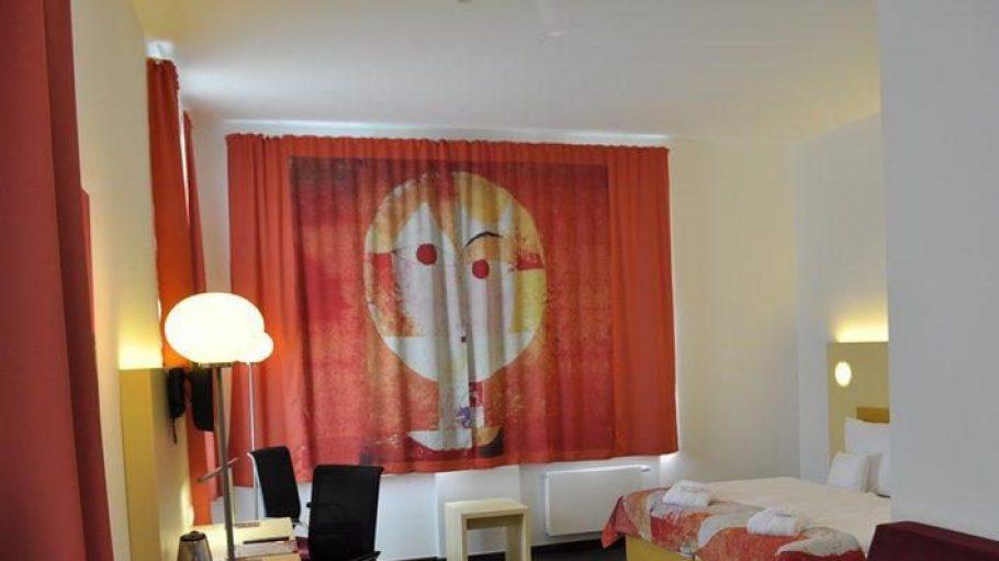 Zimmer im Paul Klee-Design.